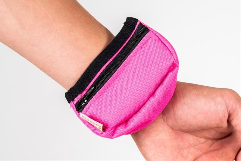 Pamlskovník nylon na zápěstí růžový 9 x 6 x 3,5 cm