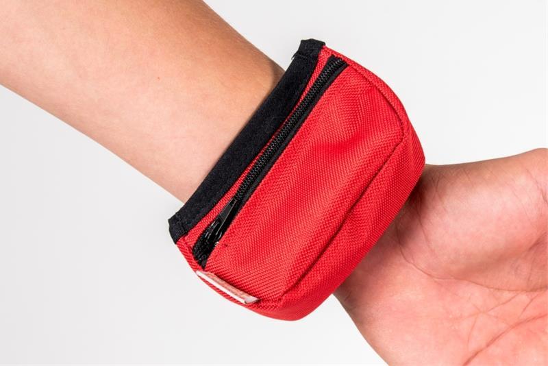 Pamlskovník nylon na zápěstí červený 9 x 6 x 3,5 cm